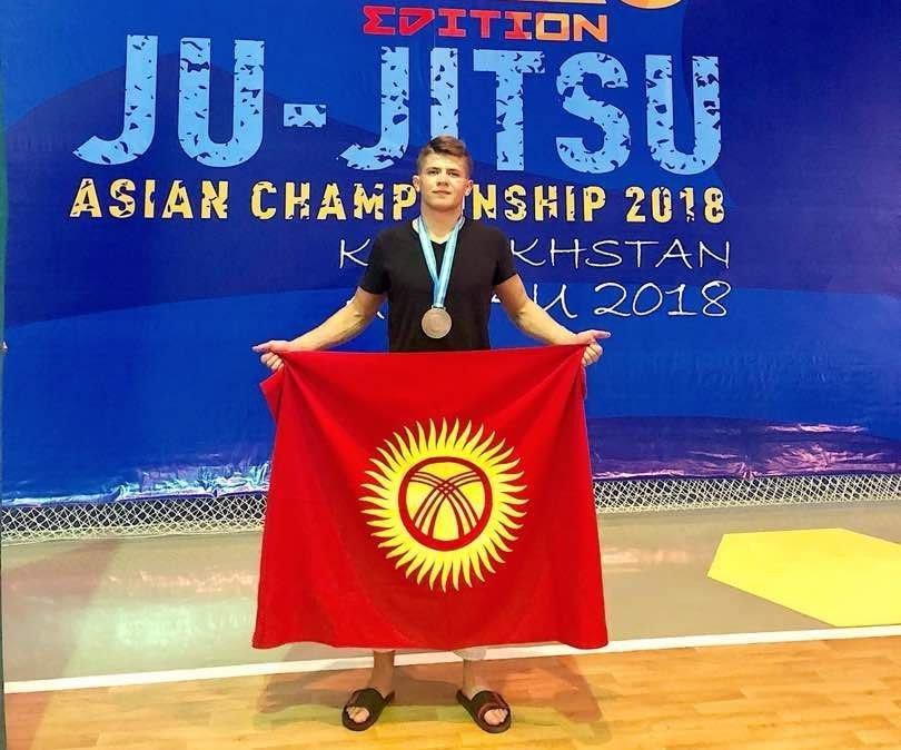 Спортсмен из Кырыгызстана Дмитрий Новиков завоевал бронзовую медаль на чемпионате Азии по джиу-джитсу версии Ne Waza в Казахстане