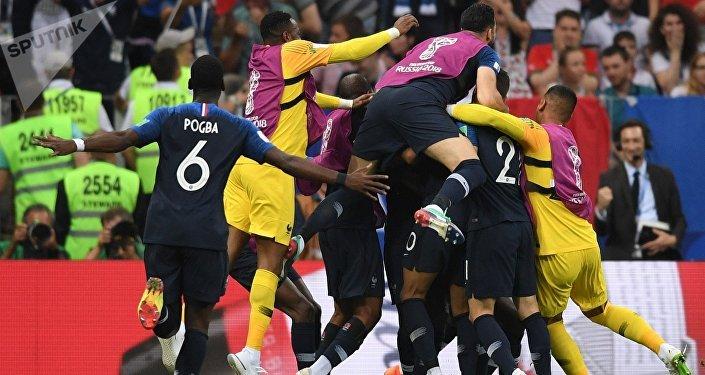 Сборная Франции стала чемпионом мира по футболу, обыграв Хорватию со счетом 4:2