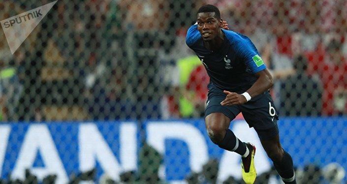 Во втором тайме на 59-й минуте французский полузащитник Поль Погба забил прекрасный гол обводящим ударом в ворота соперников