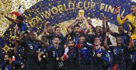 Игроки сборной Франции  на церемонии награждения победителей чемпионата мира по футболу 2018.
