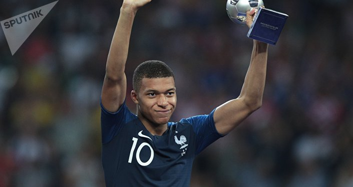Французский нападающий Килиан Мбаппе стал лучшим молодым футболистом мундиаля