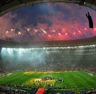 Салют на церемонии награждения победителей чемпионата мира по футболу 2018 в Москве.