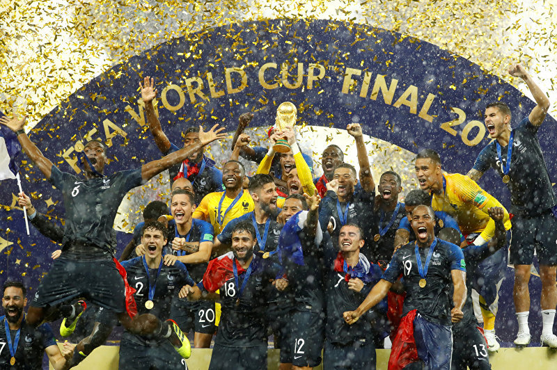 Сборная Франции стала чемпионом мира по футболу, обыграв Хорватию со счетом 4:2. Французы становится чемпионом мира второй раз. В 1998-м году она впервые стала лучшей на мундиале