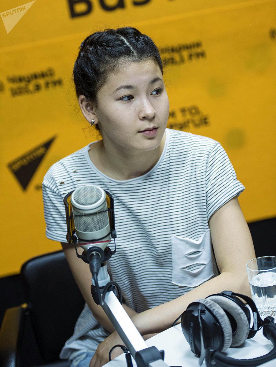 16-летняя Назбийке Керимбаева, которой нужно операция на почку
