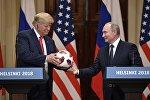 Владимир Путин менен Дональд Трамптын жолугуушусу. Архив