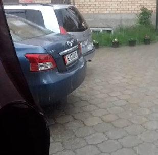 В курортной зоне Иссык-Куля выпал град. Видео