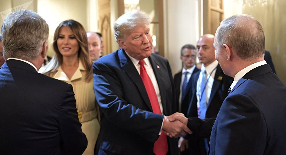 Россиянын президенти Владимир Путин жана АКШ башчысы Дональд Трамп. Архивдик сүрөт