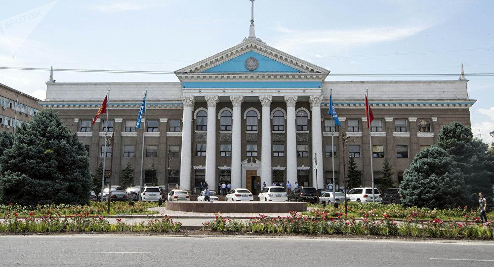 Вид на фасад мэрии города Бишкек. Архивное фото