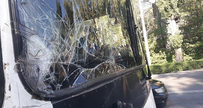 Борбор калаада эки троллейбус кагышты.