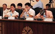 Депутаты спят на выступлении будущего мэра Оша — фотофакт