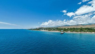 Вид на пляж Иссык-Куля. Архивное фото
