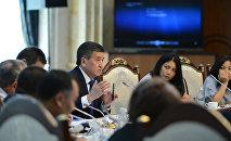 Президент Кыргызской Республики Сооронбай Жээнбеков встретился с представителями гражданского общества Кыргызстана. 19 июля, 2018 года