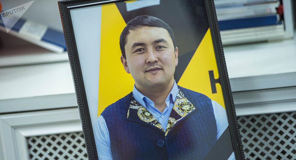 Портрет ведущего радио и журналиста информационного агентства Sputnik Кыргызстан Исмаила Мамытова, скончавшегося от болезни. Архивное фото