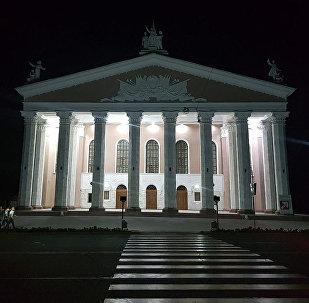 Здание театра оперы и балета в Бишкеке