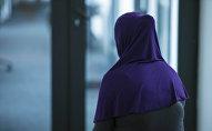 Женщина в хиджабе. Архивное фото