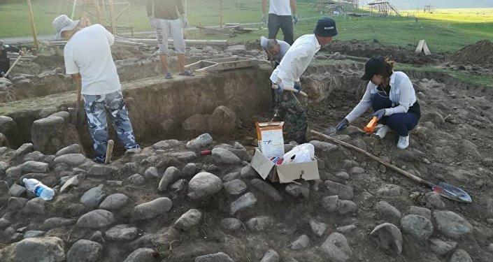 Раскопки ведут сотрудники Национальной академии наук, работу начали 21 июля