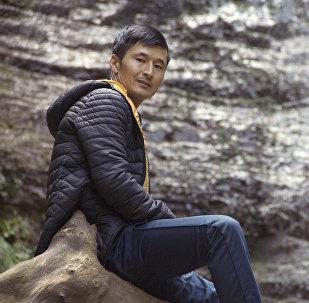 Азаттыктын журналисти Улан Эгизбаевдин архивдик сүрөтү