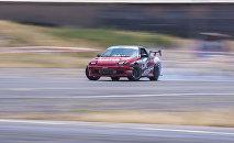 Участник гонок на автомобилях. Архивное фото