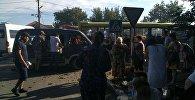 В Бишкеке столкнулись пассажирский автобус рейса №38 и легковая машина марки Toyota Aristo