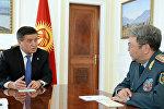 Президент Сооронбай Жээнбеков принял министра обороны Казахстана Сакена Жасузакова