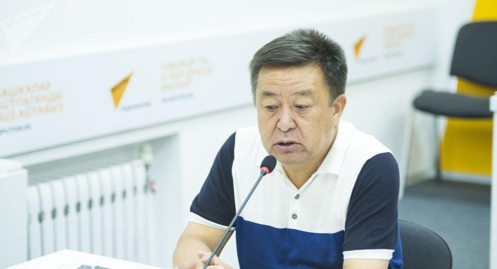 КСДП фракциясынын депутаты Чыныбай Турсунбеков. Архив