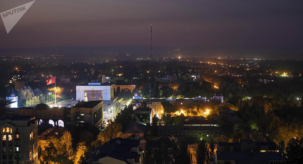 Вид на центральную площадь Ала-Тоо в центре Бишкека ночью. Архивное фото