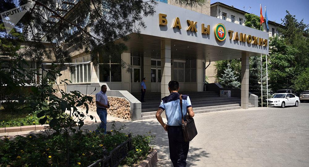 Здание государственной таможенной службы при Правительстве Кыргызской Республики в Бишкеке. Архивное фото