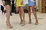 Девушки на высоких каблуках. Архив
