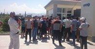 В селе Военно-Антоновка Чуйской области на китайском заводе, выпускающем кафель, произошел конфликт между работниками и руководителем
