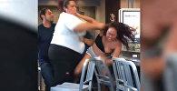 Соцсети возмутило жестокое избиение клиентки сотрудницами McDonald's. Видео