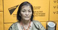 Директор фестиваля Оймо Динара Чочунбаева во время беседы на радио Sputnik Кыргызстан