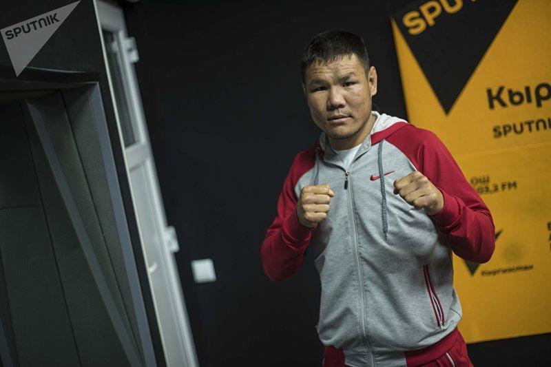 Боец смешанных единоборств Канат Келдибеков под псевдонимом Тайсон во время интервью на радио Sputnik Кыргызстан