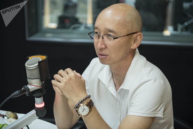 Экс-директор Департамента туризма при Минкультуры Максат Чакиев во время интервью на радиостудии Sputnik Кыргызстан