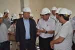 Биринчи вице-премьер-министр Кубатбек Боронов кечээ Шаарды жылуулук менен күз-кыш мезгилинде камсыз кылуу, ага карата даярдыкты билүү максатында Бишкек ТЭЦине барды