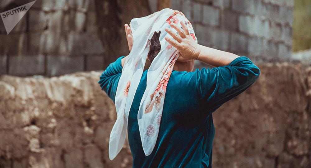 Женщина в белом платке. Архивное фото