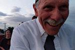 Дедушка не разобрался в телефоне и случайно снял хит соцсетей. Видео