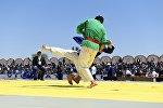 Международный турнир по узбекскому курашу. Архивное фото