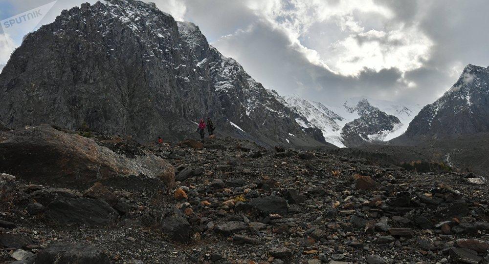 Камнепад накрыл туристов из РФ иКазахстана под Бишкеком
