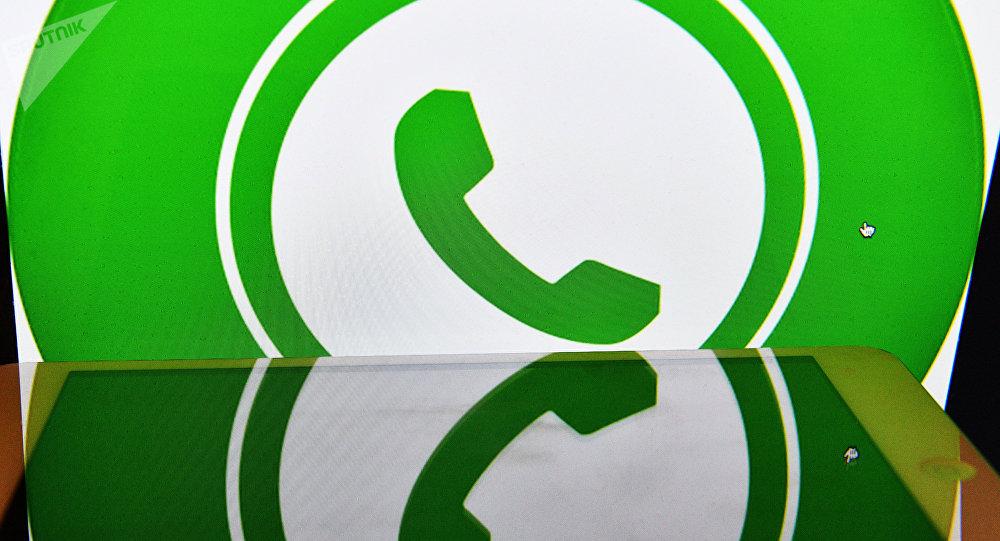 Иконка мессенджера WhatsApp. Архивное фото