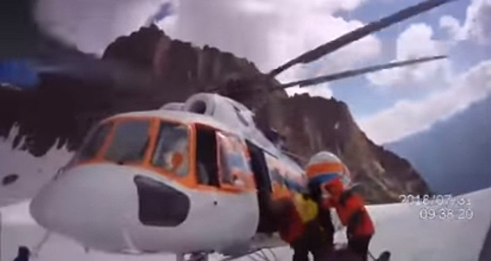 Как спасали попавших под камнепад в Кыргызстане туристов — видео
