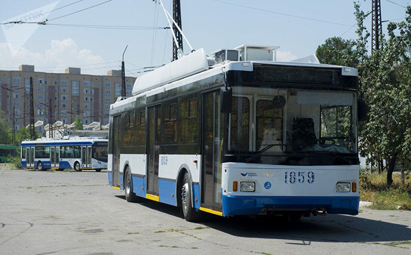 Новый троллейбус на стоянке Бишкекского троллейбусного управления