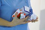 Медсестра с лекарствами. Архивное фото