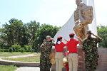 Военнослужащие авиационной базы ОДКБ Кант и ребята из военно-патриотического движения Юнармия приняли участие в праздновании Дня Воздушно-десантных войск РФ