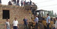 Сузак райондук милициясы Барпы аймактык бөлүмүнүн имаратын мамлекеттик казынага оордугун салбастан ашар ыкмасы менен куруп жатат