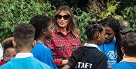 Первая леди США Меланья Трамп на огороде Белого Дома, Вашингтон. 22 сентября 2018