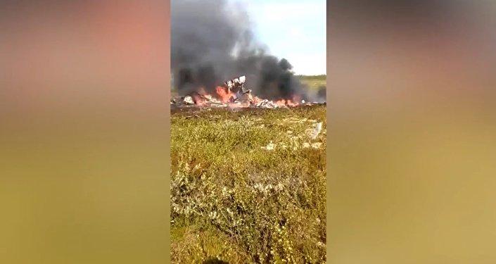 Кадры с места крушения вертолета Ми-8 в Красноярском крае