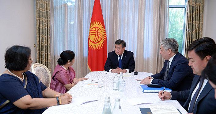 Президент приоритетными направлениями сотрудничества назвал сферы гидроэнергетики, здравоохранения, сельского хозяйства и внедрения информационных и коммуникационных технологий в деятельность государственных органов.