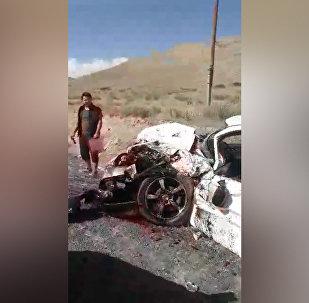 Бишкек — Нарын жолунда жүргүнчү ташыган бус менен жол тандабас кагышты. Видео