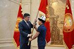 Президент Кыргызской Республики Сооронбай Жээнбеков встретился со спортивной делегацией Кыргызской Республики по случаю ее участия на будущих XVIII Азиатских играх в Индонезии. 7 августа, 2018 года