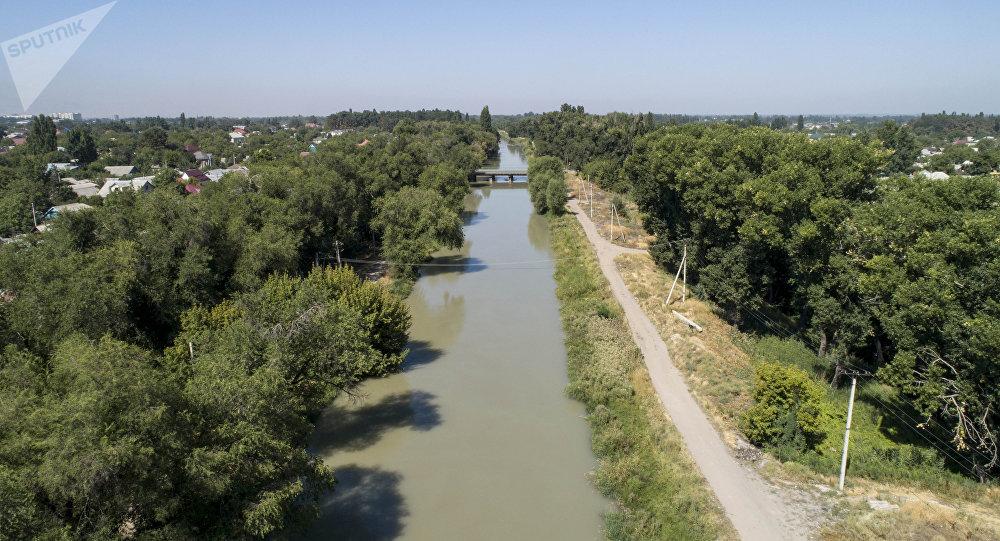 Вид на Большой Чуйский канал с высоты. Архивное фото